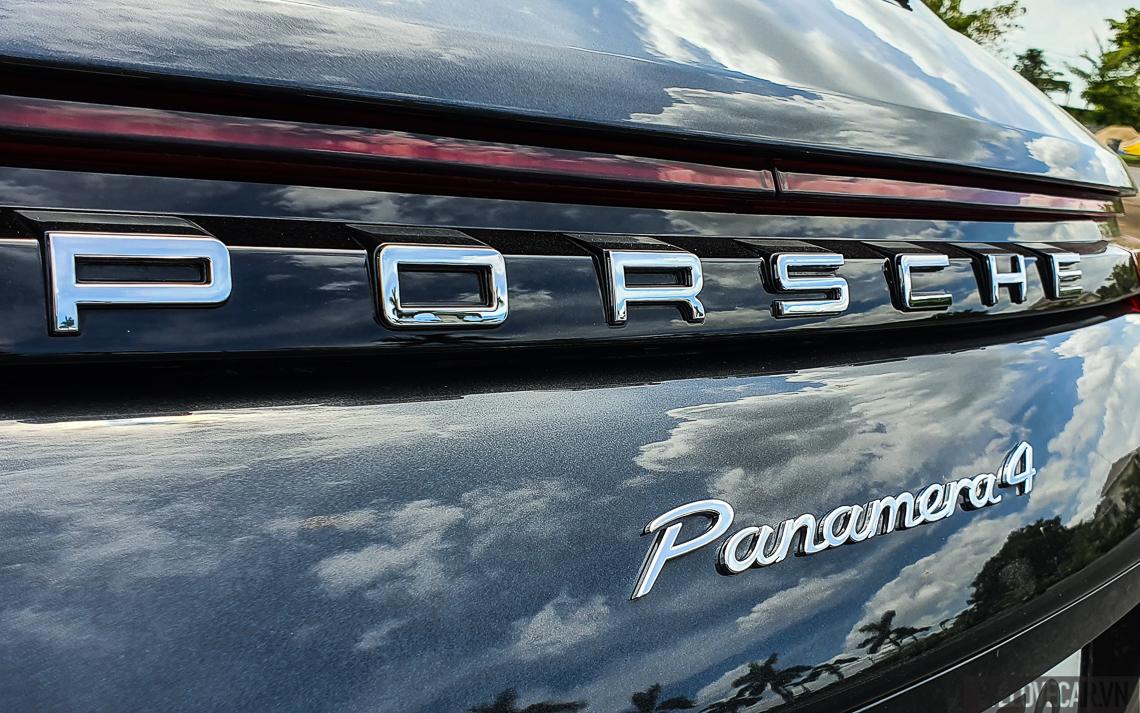 Porsche Panamera 4 Sport Turismo - 12