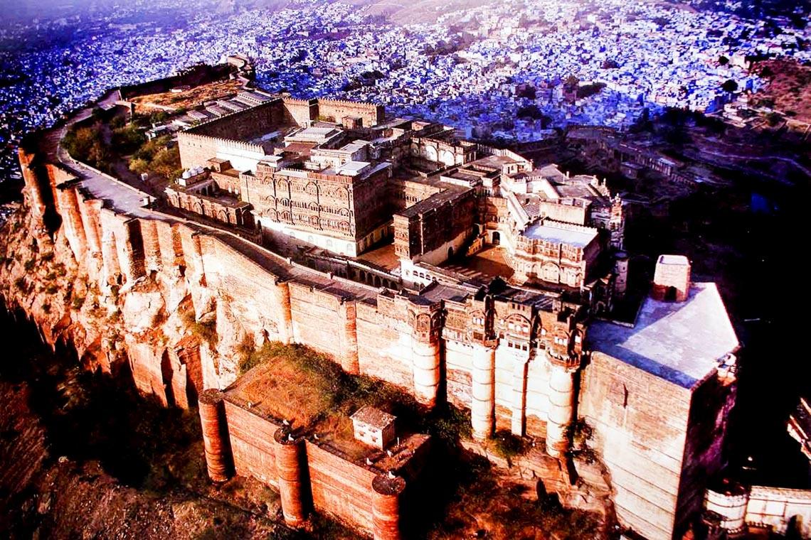 10 lâu đài hoành tráng nhất thế giới-13