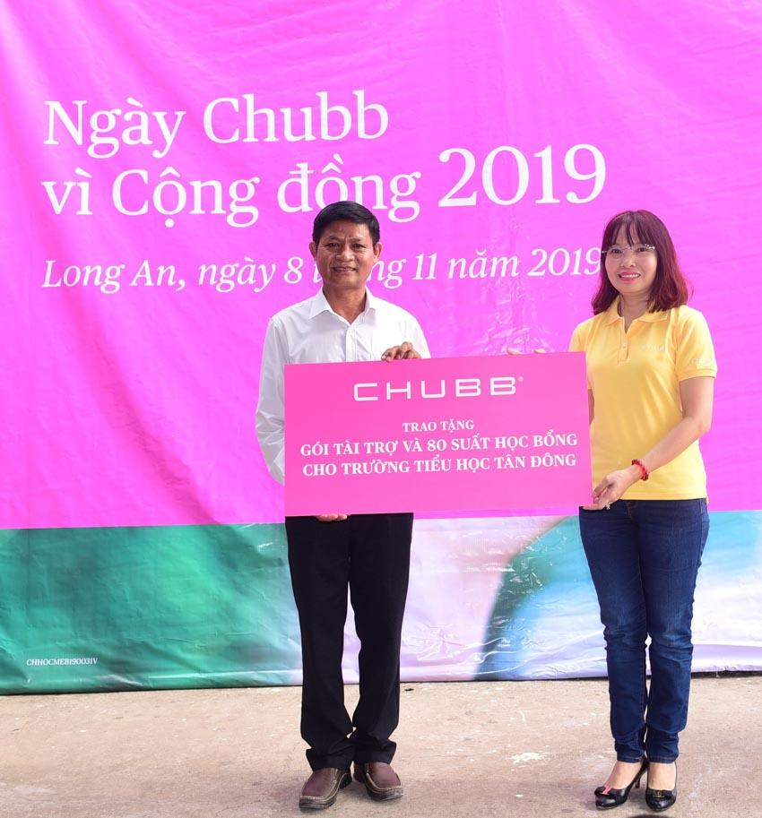 Tập đoàn Chubb tặng học bổng cho học sinh tỉnh Long An -1