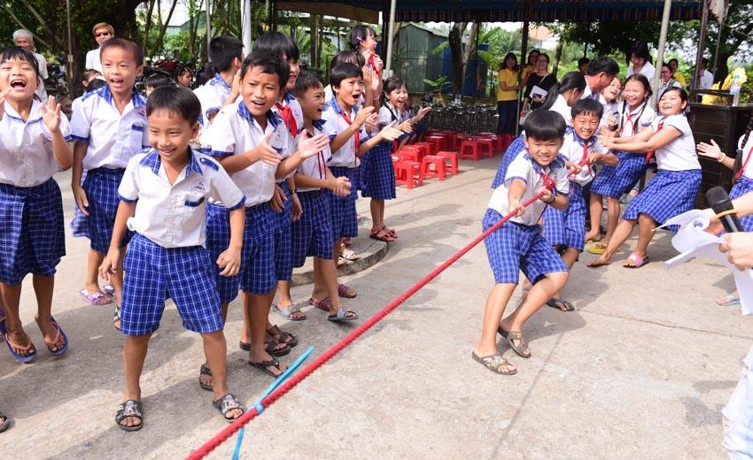 Tập đoàn Chubb tặng học bổng cho học sinh tỉnh Long An -3