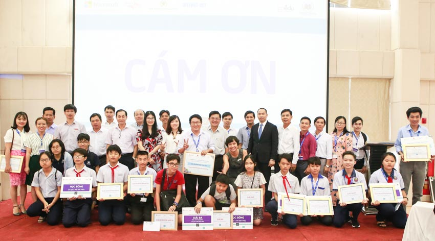 Microsoft đạt giải thưởng Cống hiến vì cộng đồng của Amcham tại Việt Nam -5