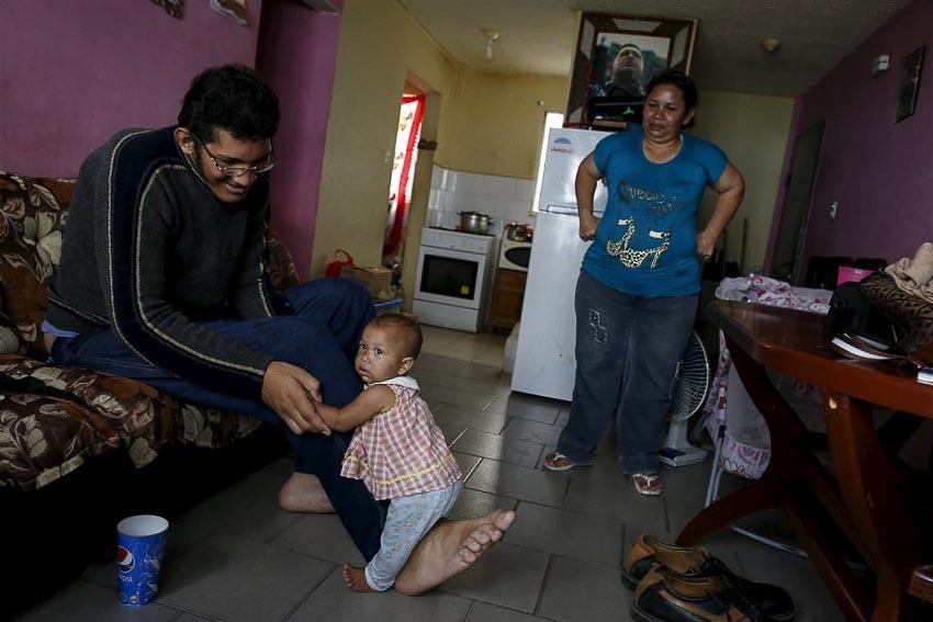 Người đàn ông (đang sống) có bàn chân lớn nhất thế giới-3