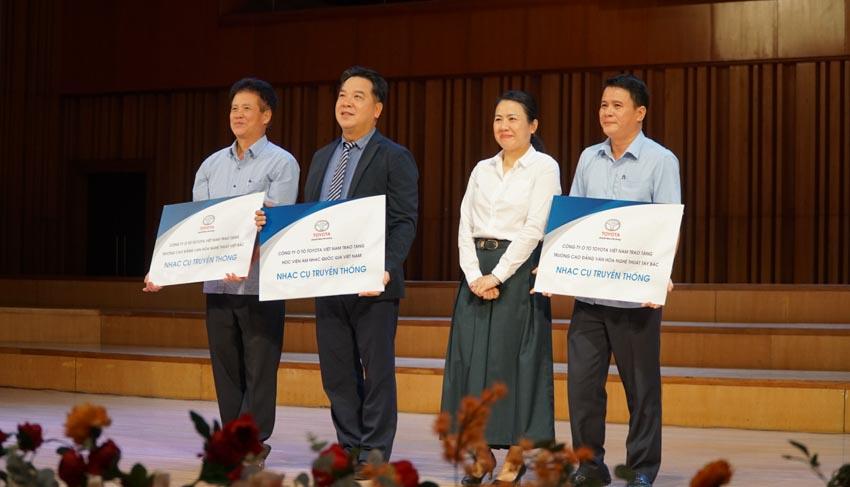 Toyota trao học bổng cho các tài năng trẻ âm nhạc Việt Nam năm 2019-1