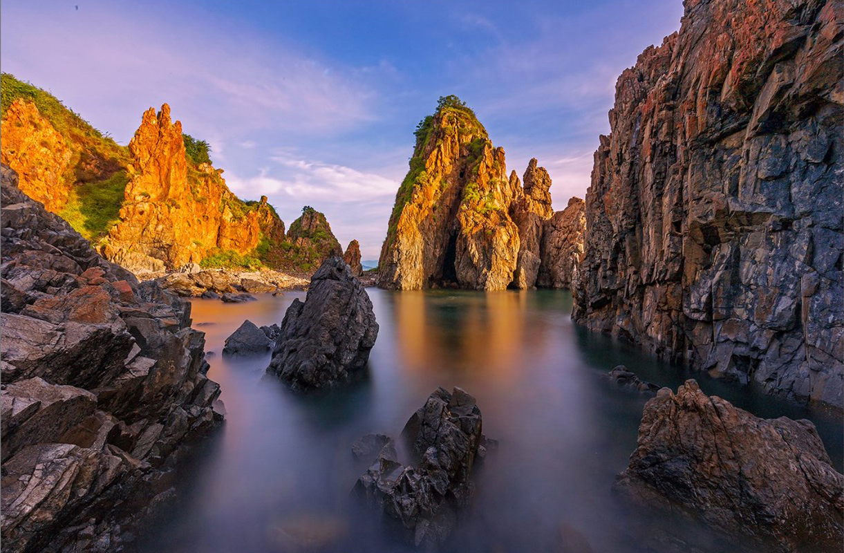 Kỳ vĩ những bãi đá ven biển đảo miền Nam Trung bộ - Tác giả Đỗ Tuấn Ngọc, Giải xuất săc