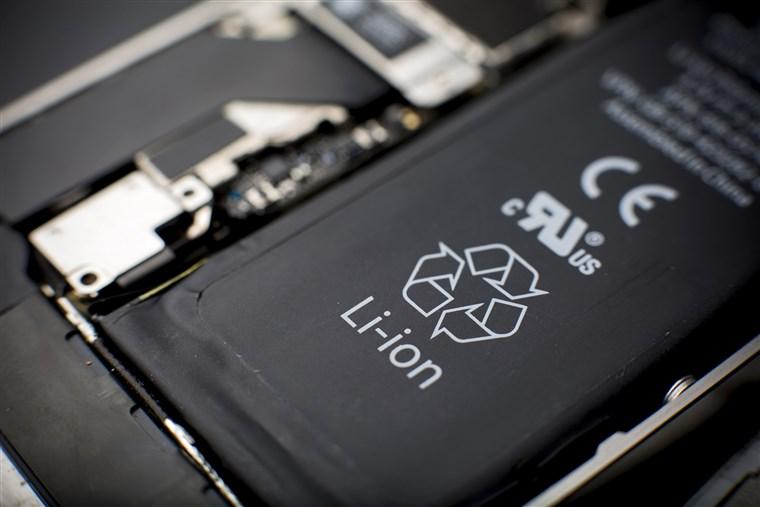 Các hãng hàng không cấm khách ký gửi pin Lithium hư hỏng trong hành lý