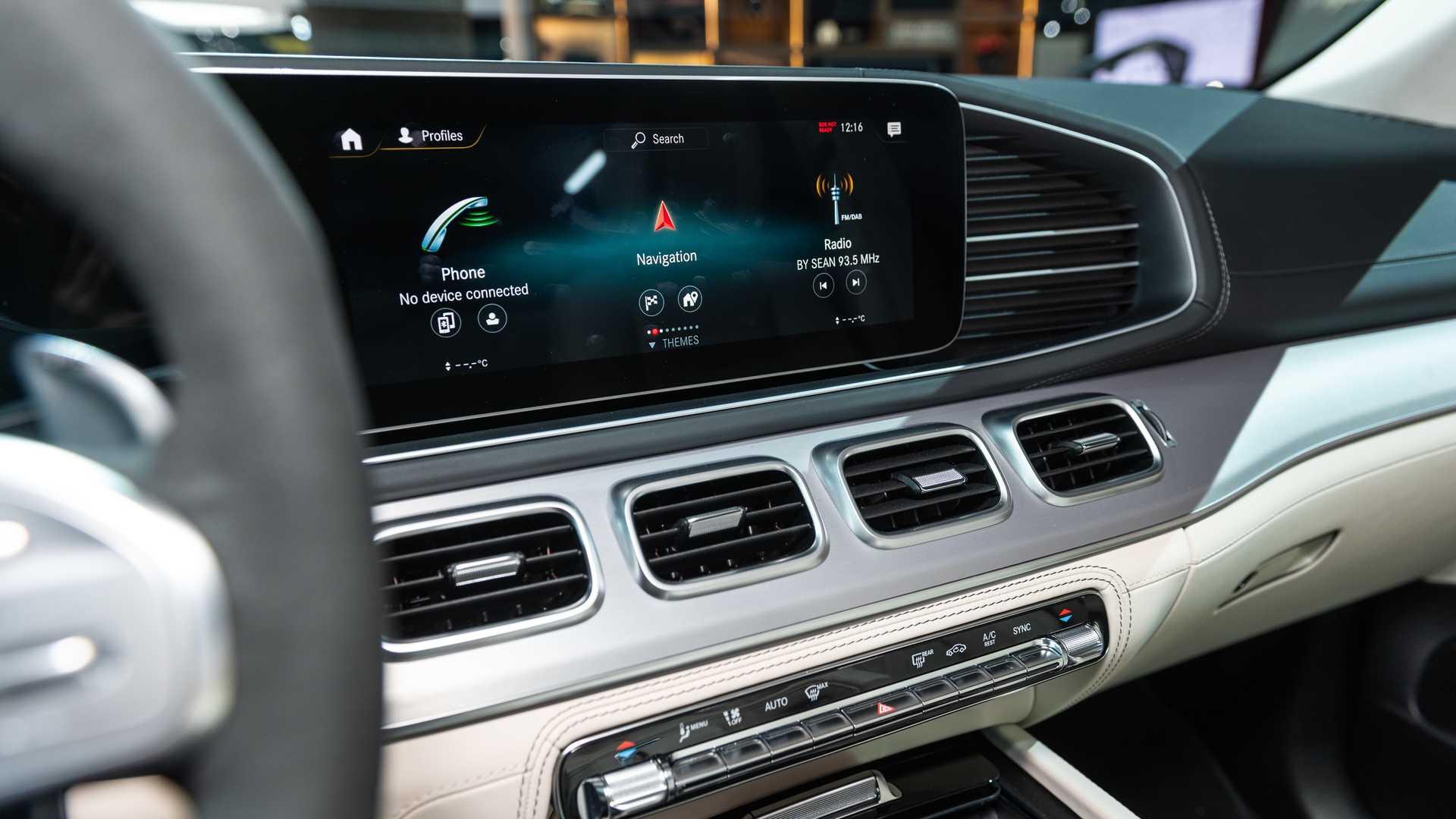 Mercedes-AMG GLS 63 2020 - SUV hiệu suất cao trình làng - 35