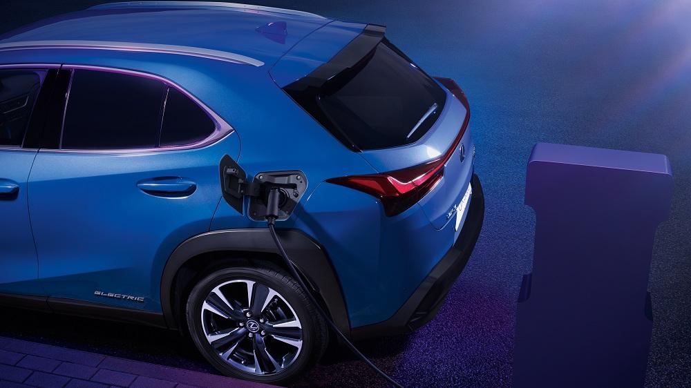 Lexus ra mắt mẫu xe điện đầu tiên UX300e vận hành liên tục trong 400km - 7