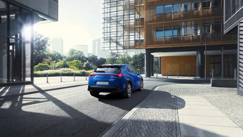 Lexus ra mắt mẫu xe điện đầu tiên UX300e vận hành liên tục trong 400km - 4