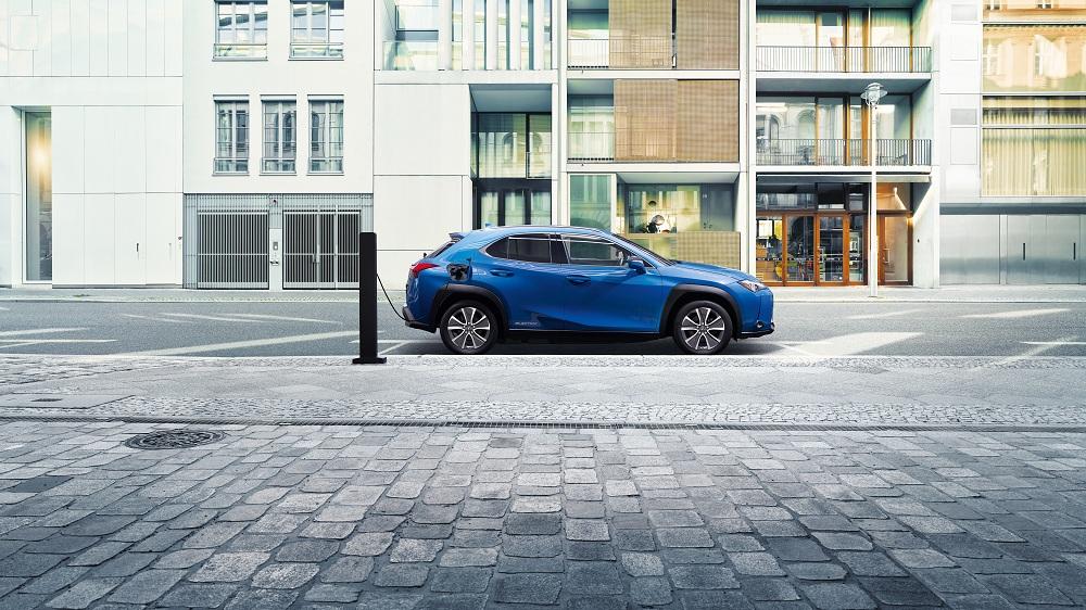 Lexus ra mắt mẫu xe điện đầu tiên UX300e vận hành liên tục trong 400km - 3