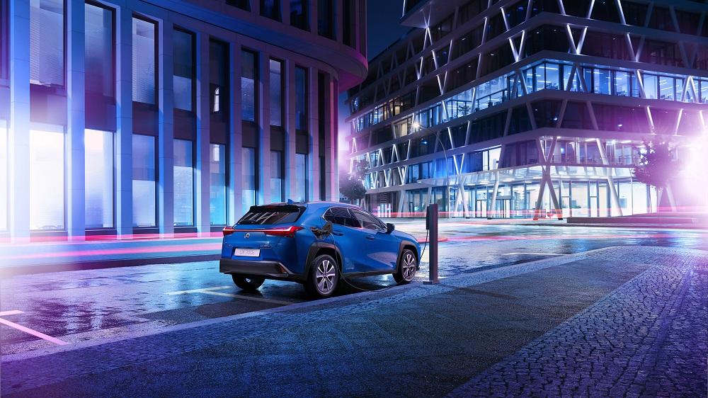 Lexus ra mắt mẫu xe điện đầu tiên UX300e vận hành liên tục trong 400km - 2
