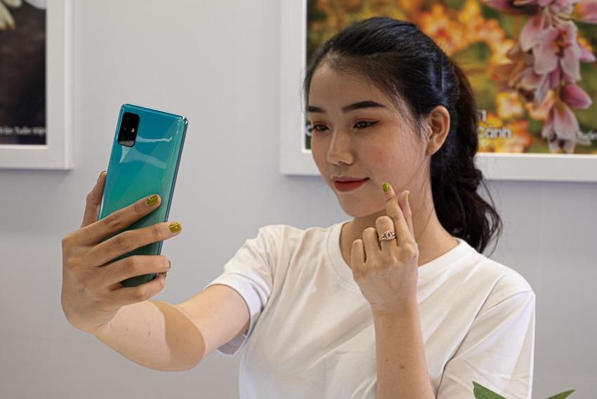 Samsung ra mắt Galaxy A51 đầu tiên trên thế giới, Camera Macro chụp cận cảnh - 22