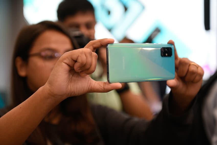Samsung ra mắt Galaxy A51 đầu tiên trên thế giới, Camera Macro chụp cận cảnh - 14