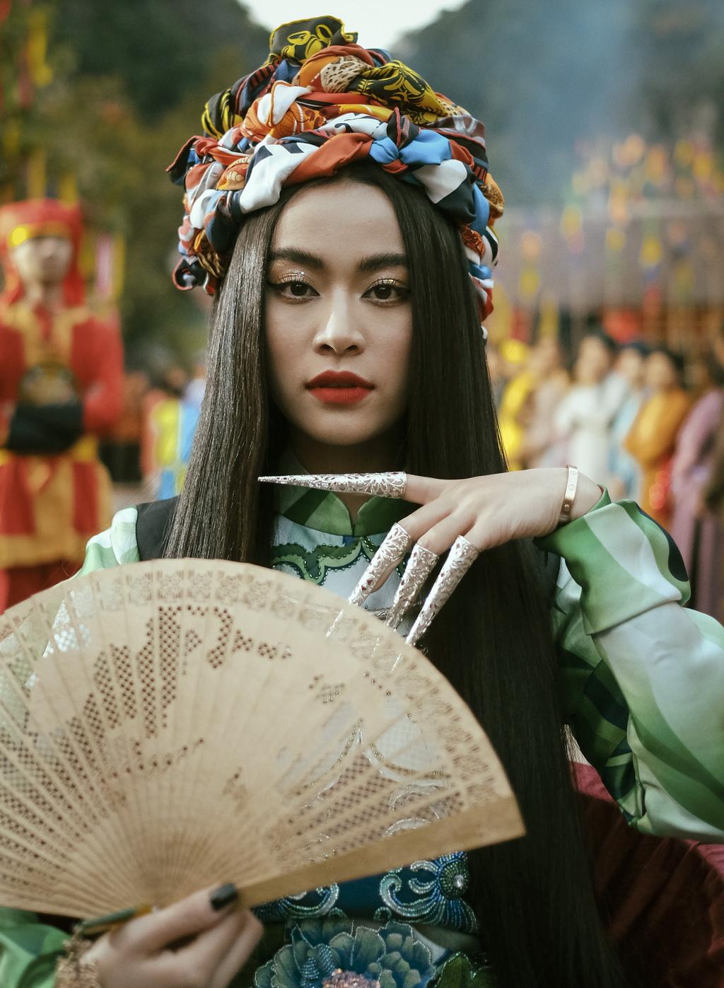 Hoàng Thùy Linh phát hành MV Duyên Âm - 2