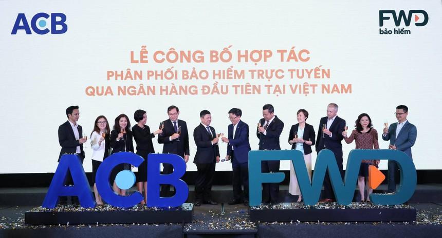 ACB và FWD hợp tác phân phối bảo hiểm trực tuyến qua ngân hàng - 1