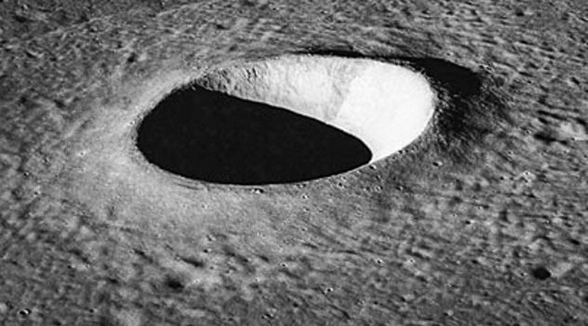 Những tuyên bố thú vị và khó tin về mặt trăng -1