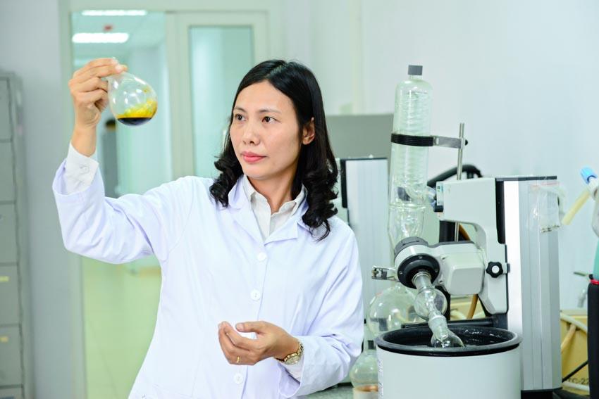 """Trao giải thưởng """"L'Oréal – UNESCO Vì sự phát triển phụ nữ trong khoa học"""" cho 3 Nhà khoa học nữ Việt Nam -1"""