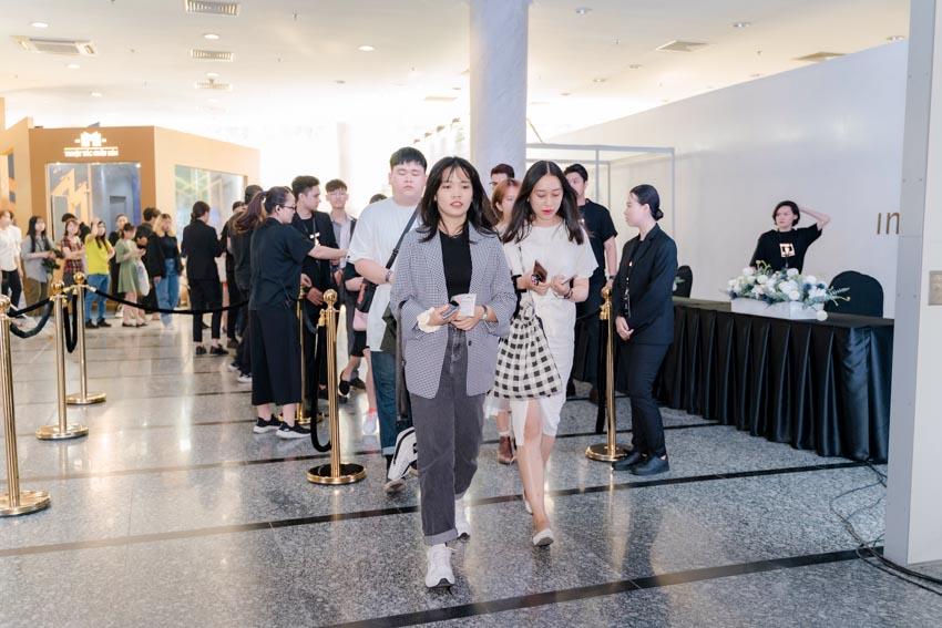 """Đông đảo người hâm mộ thời trang & nghệ thuật tham dự triển lãm """"Cục Im Lặng"""" của NTK Nguyễn Công Trí -4"""