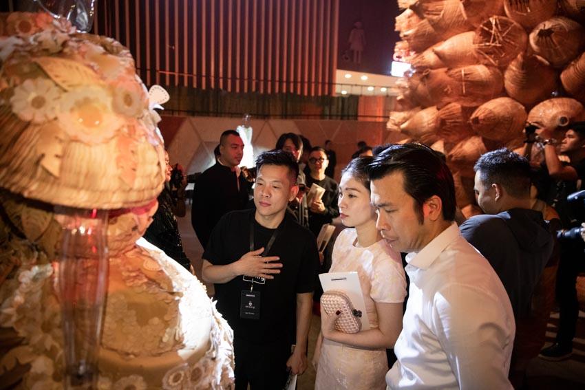"""Đông đảo người hâm mộ thời trang & nghệ thuật tham dự triển lãm """"Cục Im Lặng"""" của NTK Nguyễn Công Trí -5"""