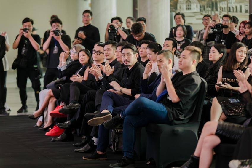 """Đông đảo người hâm mộ thời trang & nghệ thuật tham dự triển lãm """"Cục Im Lặng"""" của NTK Nguyễn Công Trí -6"""