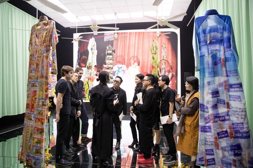 """Đông đảo người hâm mộ thời trang & nghệ thuật tham dự triển lãm """"Cục Im Lặng"""" của NTK Nguyễn Công Trí -8"""