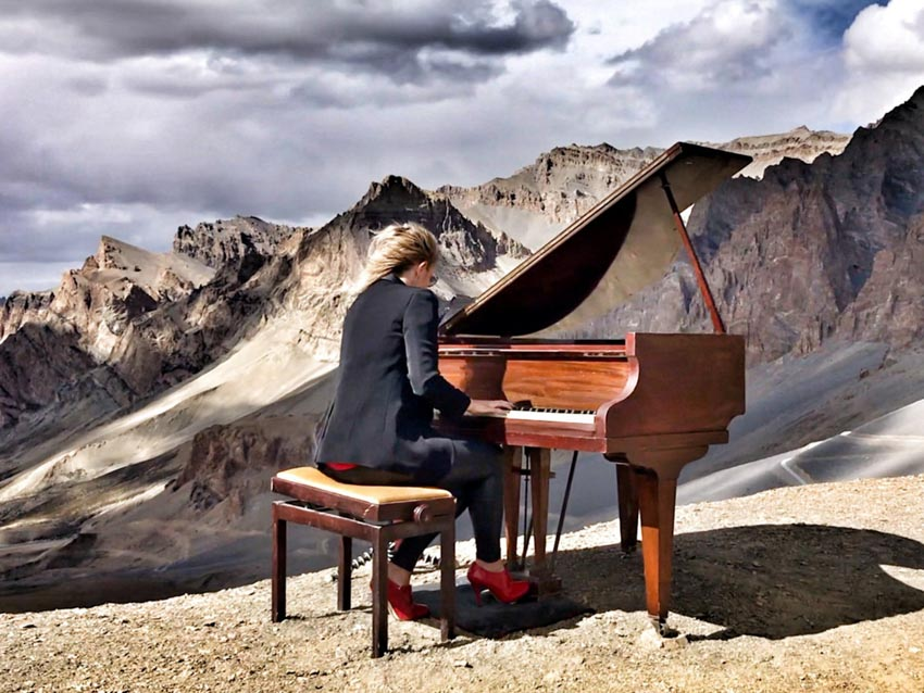 Trình diễn đàn piano ở độ cao lớn nhất thế giới -10