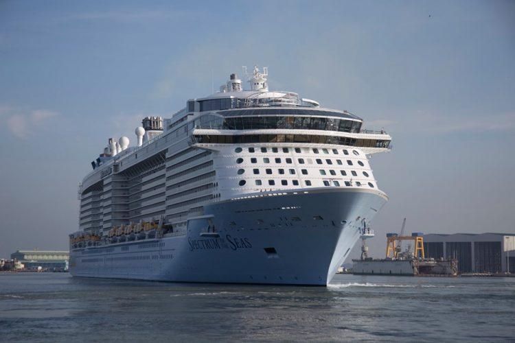 Du thuyền 5 sao Quantum of the Seas hiện đại nhất thế giới cập cảng TPHCM - 1