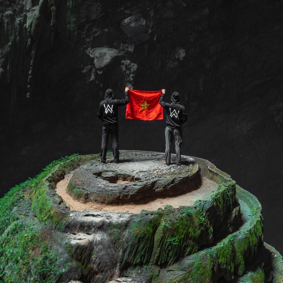 Thưởng thức MV Alone Pt.II quay tại Sơn Đoòng của Alan Walker và Ava Max - Ảnh 01