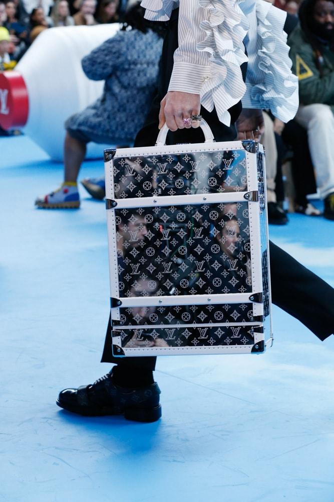 Những thiết kế túi của Abloh đưa Louis Vuitton vào xứ sở thần tiên - 2