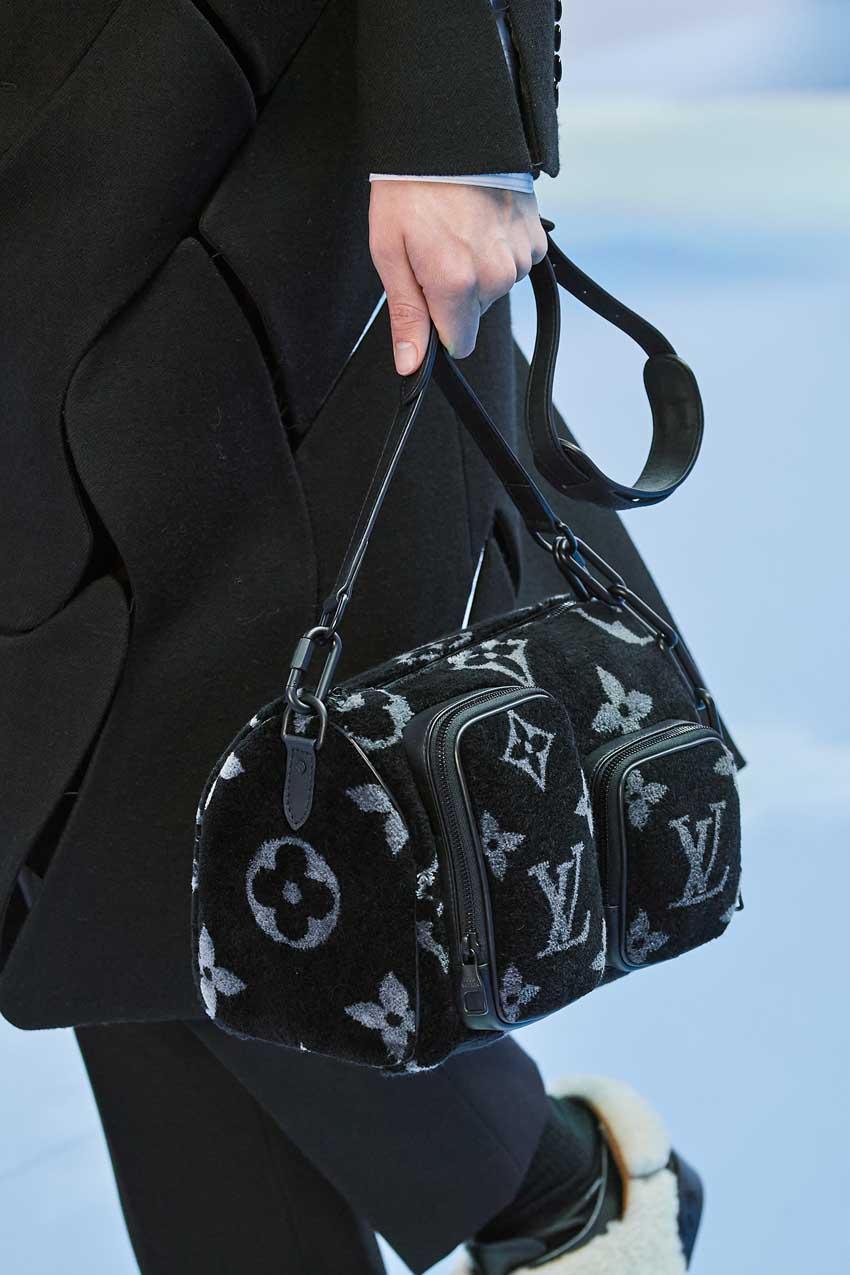 Những thiết kế túi của Abloh đưa Louis Vuitton vào xứ sở thần tiên - 25
