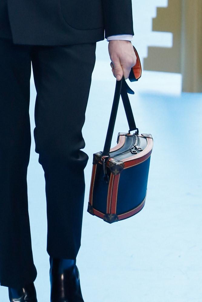 Những thiết kế túi của Abloh đưa Louis Vuitton vào xứ sở thần tiên - 4