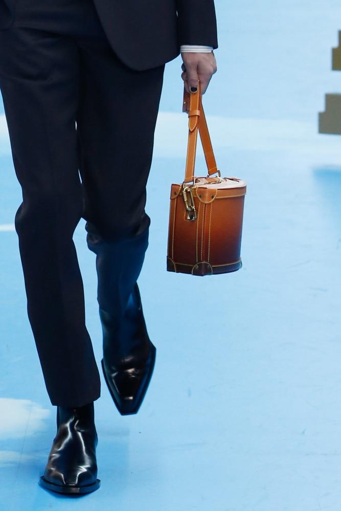 Những thiết kế túi của Abloh đưa Louis Vuitton vào xứ sở thần tiên - 5