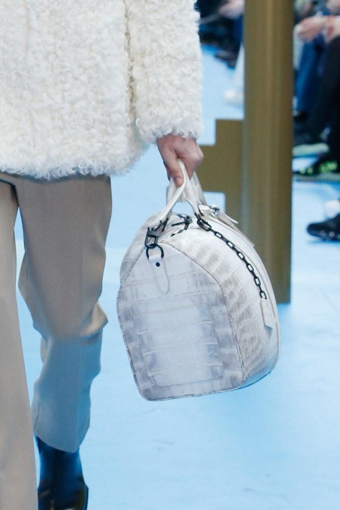 Những thiết kế túi của Abloh đưa Louis Vuitton vào xứ sở thần tiên - 9