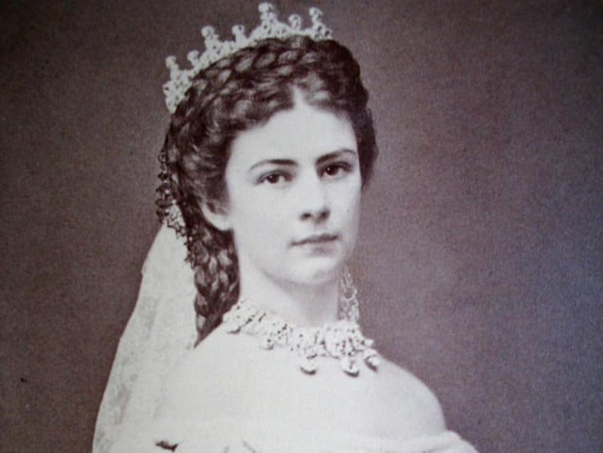 Bí quyết làm đẹp của những phụ nữ nổi tiếng trong lịch sử -1
