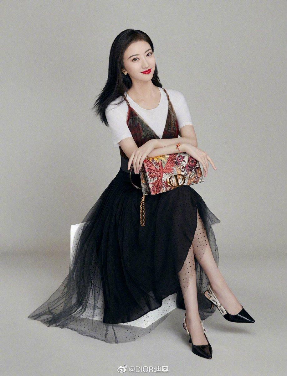 Các thương hiệu thời trang đón Tết Canh Tý bằng BST giới hạn - 2