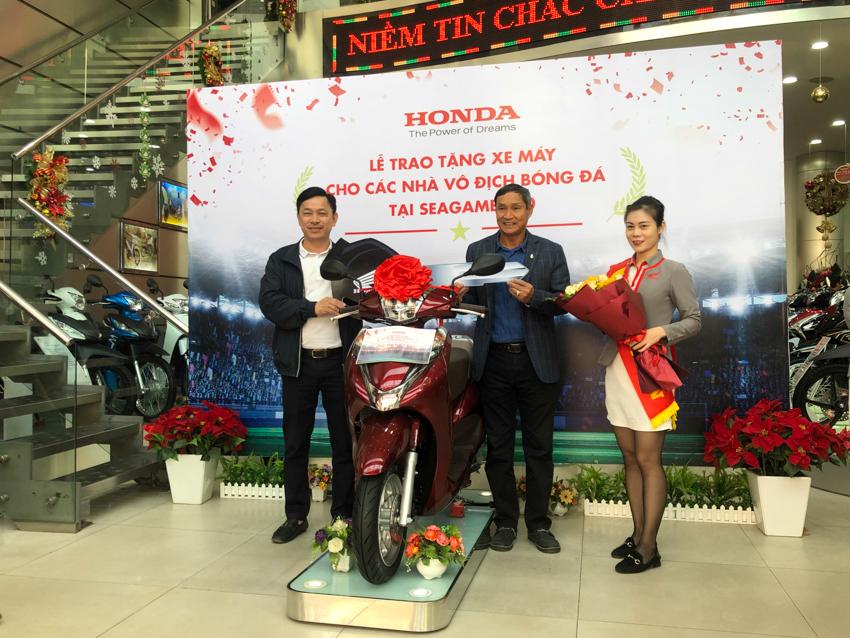 Honda Việt Nam tặng xe cho các thành viên Đội tuyển Quốc gia Nữ và Đội tuyển U-22 Việt Nam - 1