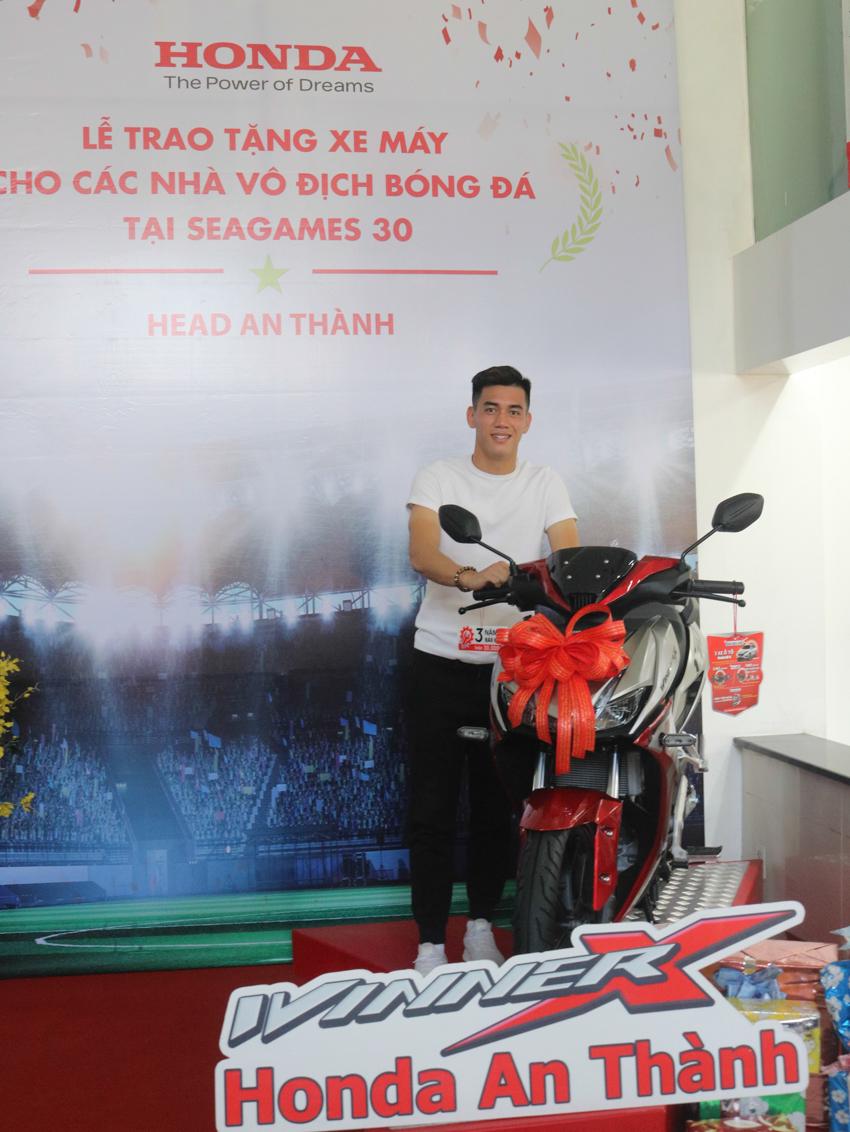 Honda Việt Nam tặng xe cho các thành viên Đội tuyển Quốc gia Nữ và Đội tuyển U-22 Việt Nam - 4