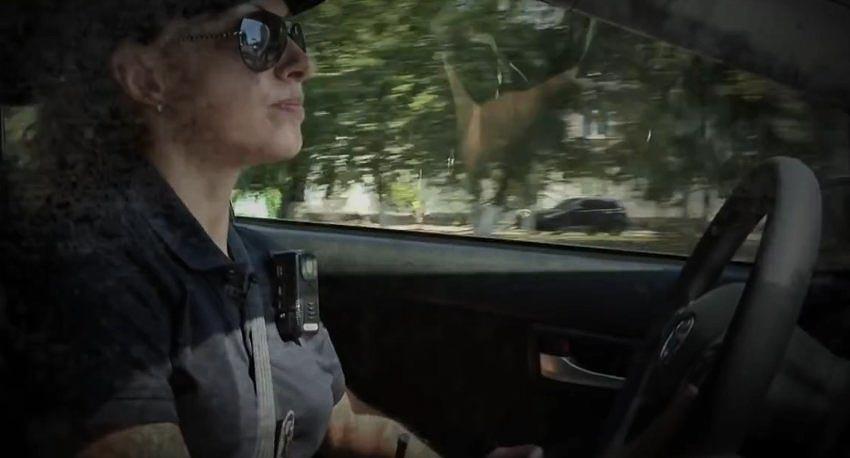 Những nữ sĩ quan cảnh sát nghiêm minh với luật pháp -12