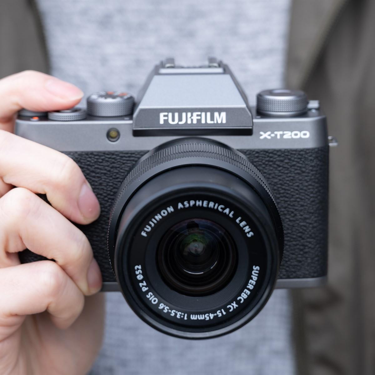 Fujifilm ra mắt máy ảnh X-T200, quay 4K/30p và ống kính giá rẻ XC 35mm F/2 - 12