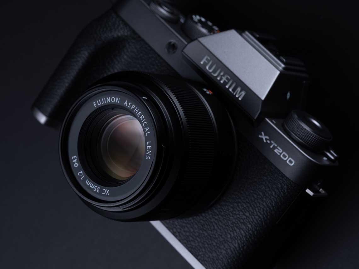 Fujifilm ra mắt máy ảnh X-T200, quay 4K/30p và ống kính giá rẻ XC 35mm F/2 - 13
