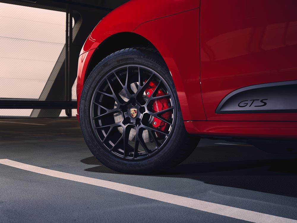Mẫu GTS mới của gia đình Porsche: Mẫu xe Macan thể thao nhất - 4