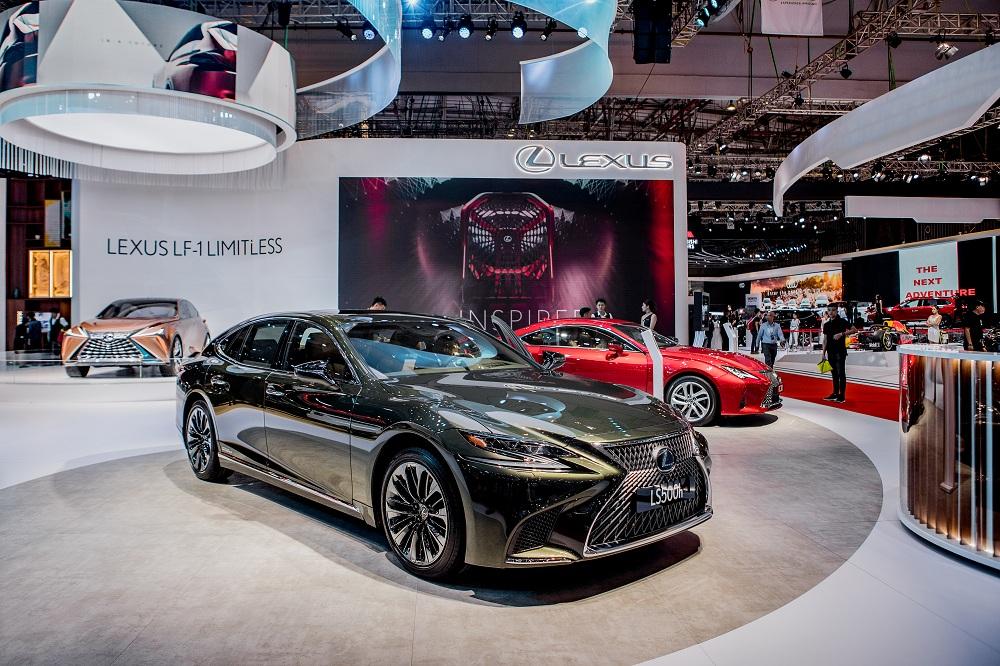 Lexus giới thiệu ES và LS mới, sử dụng động cơ Hybrid tại Việt Nam - 2