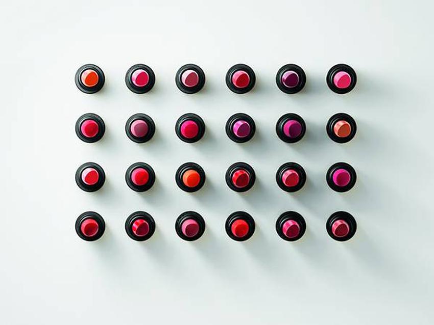 Hermès ra mắt dòng trang điểm mới Rouge Hermès, với 24 thỏi son được lấy cảm hứng từ túi Birkin 06