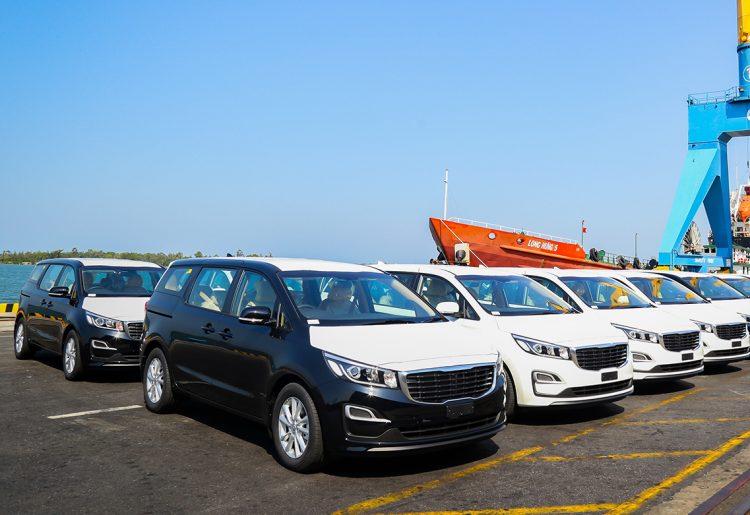 Thaco xuất khẩu 40 xe du lịch Kia Grand Carnival sang Thái Lan - 1