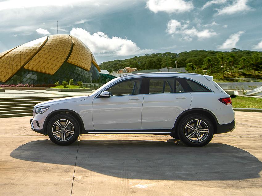 Mercedes-Benz GLC 200 giá từ 1,749 tỷ đồng tại Việt Nam - 4