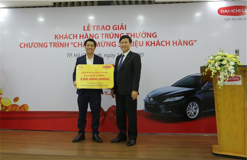 """Dai-ichi Life Việt Nam trao giải """"Chào mừng 3 triệu khách hàng"""" - 1"""