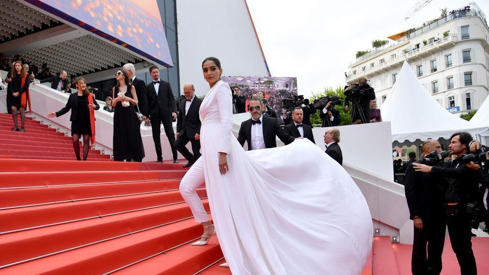 Cannes: Lau lách đổi đời -06