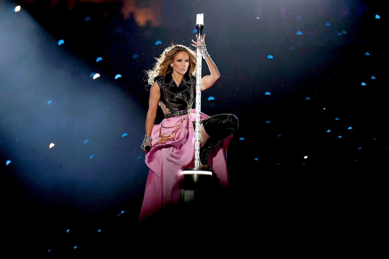 Jennifer Lopez thay đồ chỉ trong 8 giây, Shakira mặc váy đính 20.000 viên Swavroski tại Super Bowl Halftime Show 2020 1