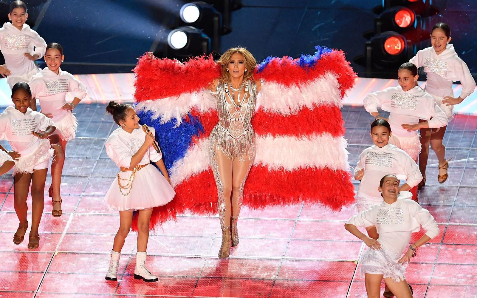 Jennifer Lopez thay đồ chỉ trong 8 giây, Shakira mặc váy đính 20.000 viên Swavroski tại Super Bowl Halftime Show 2020 - 5
