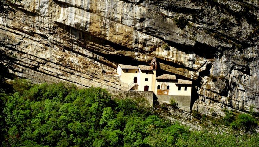 Những ngôi nhà, làng mạc lẻ loi tận cùng thế giới -15