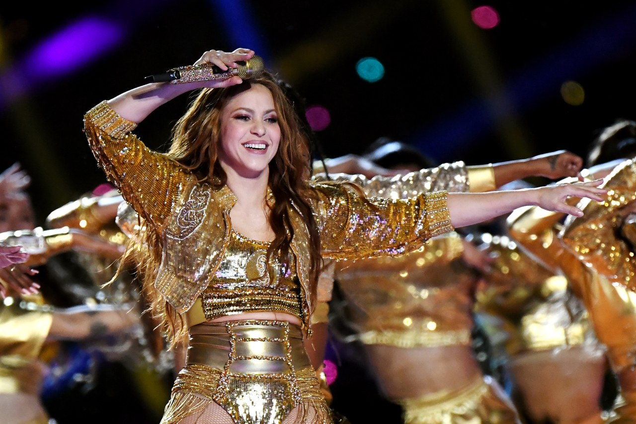 Jennifer Lopez thay đồ chỉ trong 8 giây, Shakira mặc váy đính 20.000 viên Swavroski tại Super Bowl Halftime Show 2020 - 8